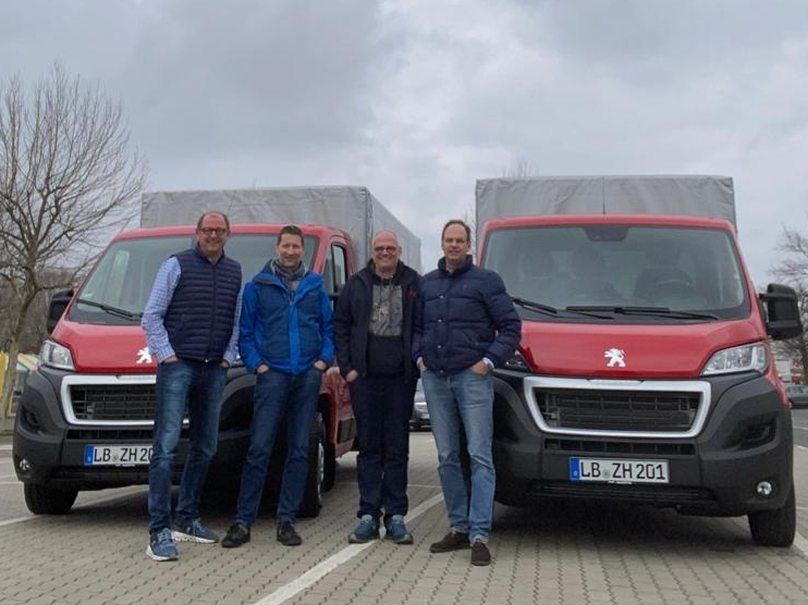 Zwei neue LKW für Sigg Zeit zum Handeln. Die Geschäftsführung steht vor zwei neuen umweltfreundlichen Peugeot LKW.
