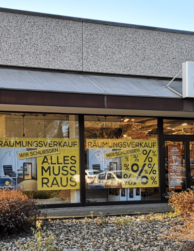 Räumungsverkauf Schließung Totalausverkauf Totalabverkauf Leuchtenland Lampen Leuchten Fassade Schaufenster Plakate
