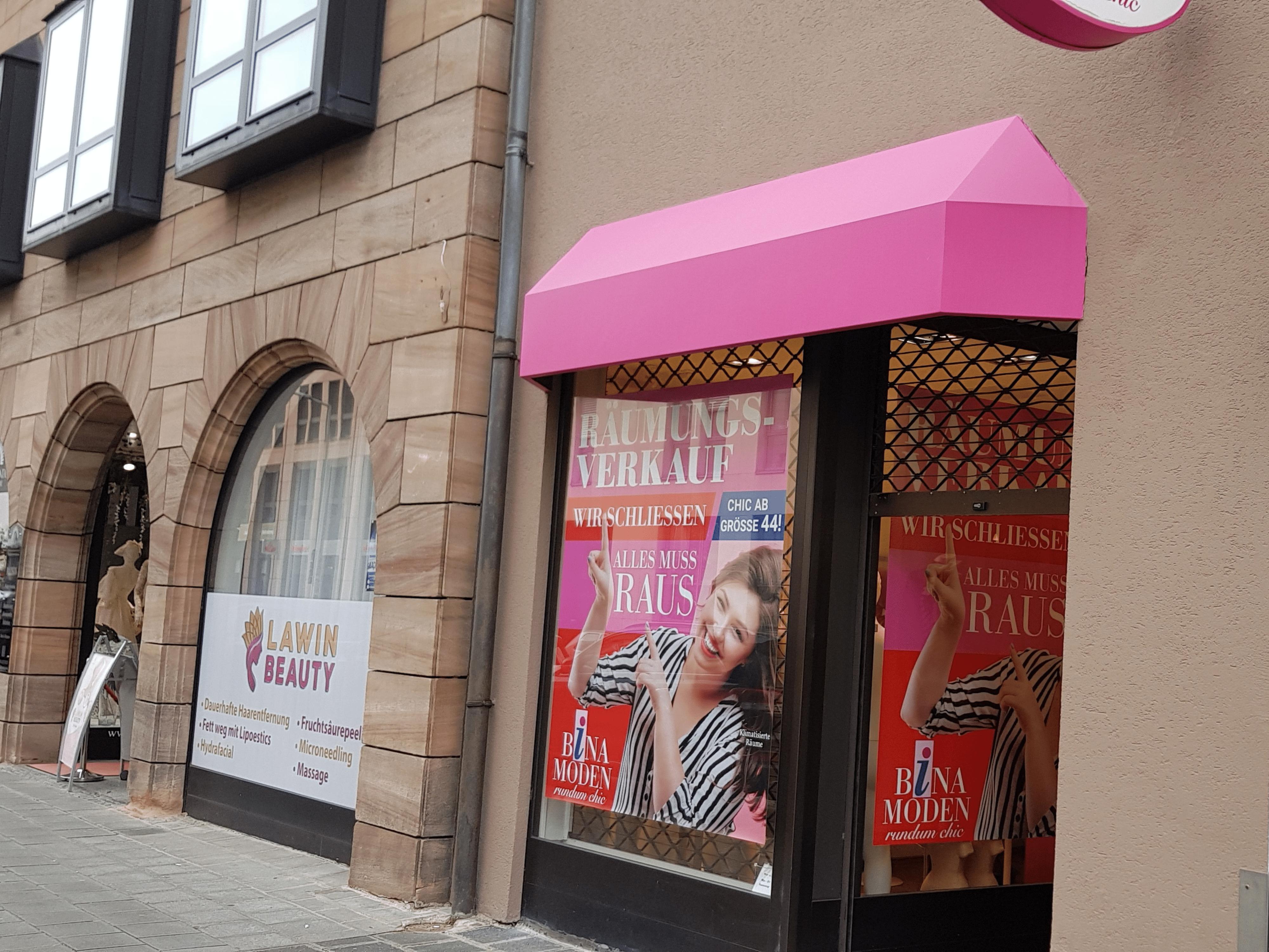 SIGG Zeit zum Handeln Räumungsverkauf Geschäftsaufgabe  Bina Moden Nürnberg Fassade Schaufenster