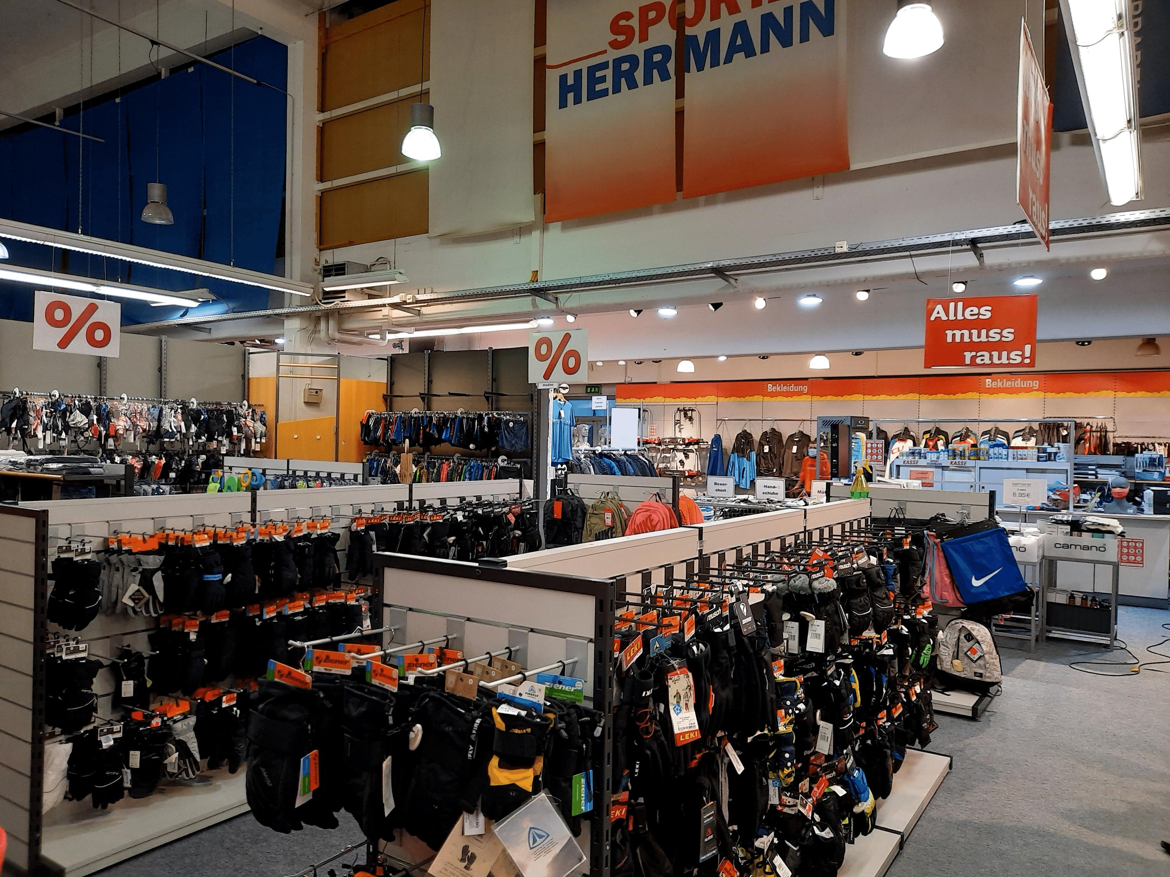 SIGG Zeit zum Handeln Räumungsverkauf Umbau Sport Herrmann Neutraubling Innenraum Warenaufbau Rabatt