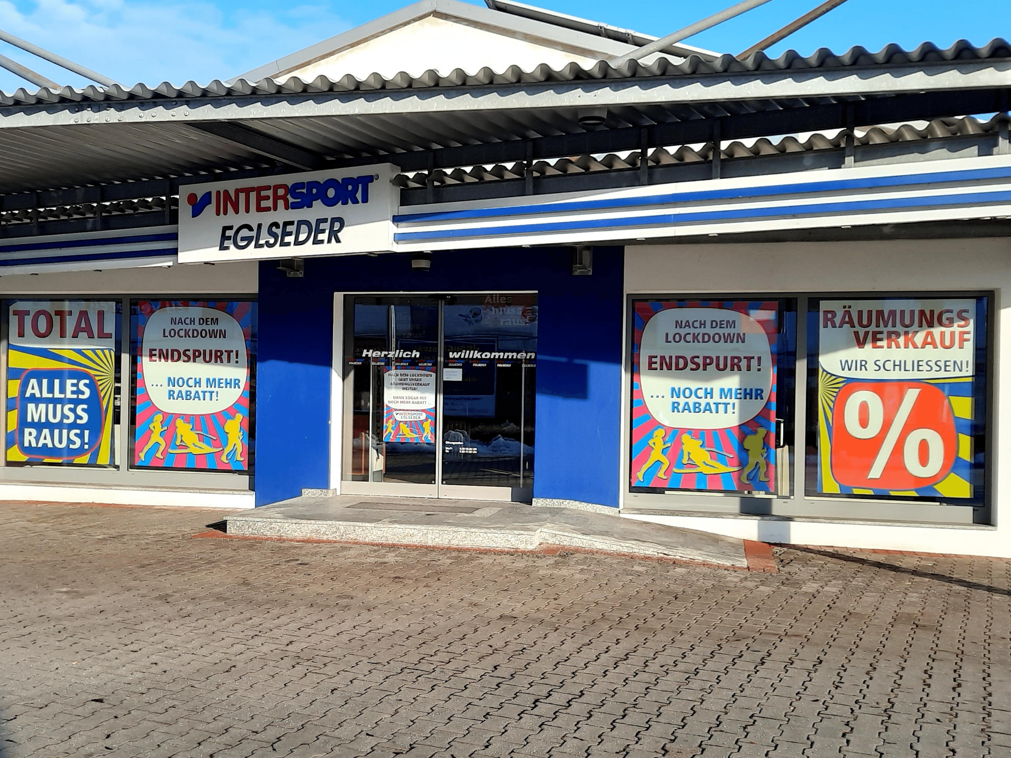 SIGG Zeit zum Handeln Räumungsverkauf wegen Geschäftsaufgabe bei Intersport Egelseder in Dingolfing Fassade